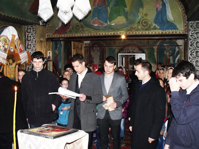 """Activitate misionară a studenților de la Colegiul """"Sfântul Nicolae"""", în parohia Stânca-Roznovanu"""